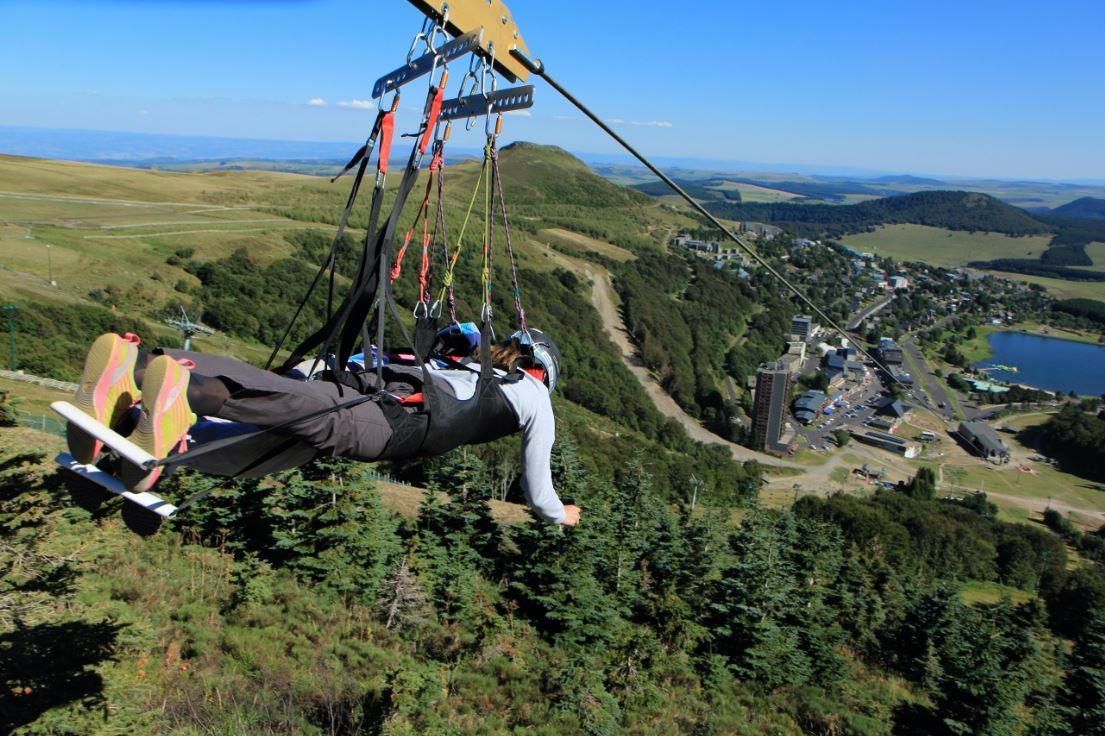 Vol au dessus de super besse - Crepir avec une tyrolienne ...